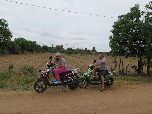 Bagán en moto
