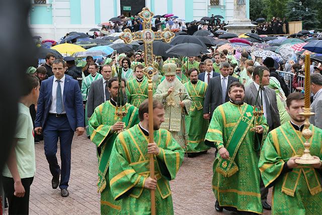 Тысячи верующих прибыли в Лавру на Летнего Сергия