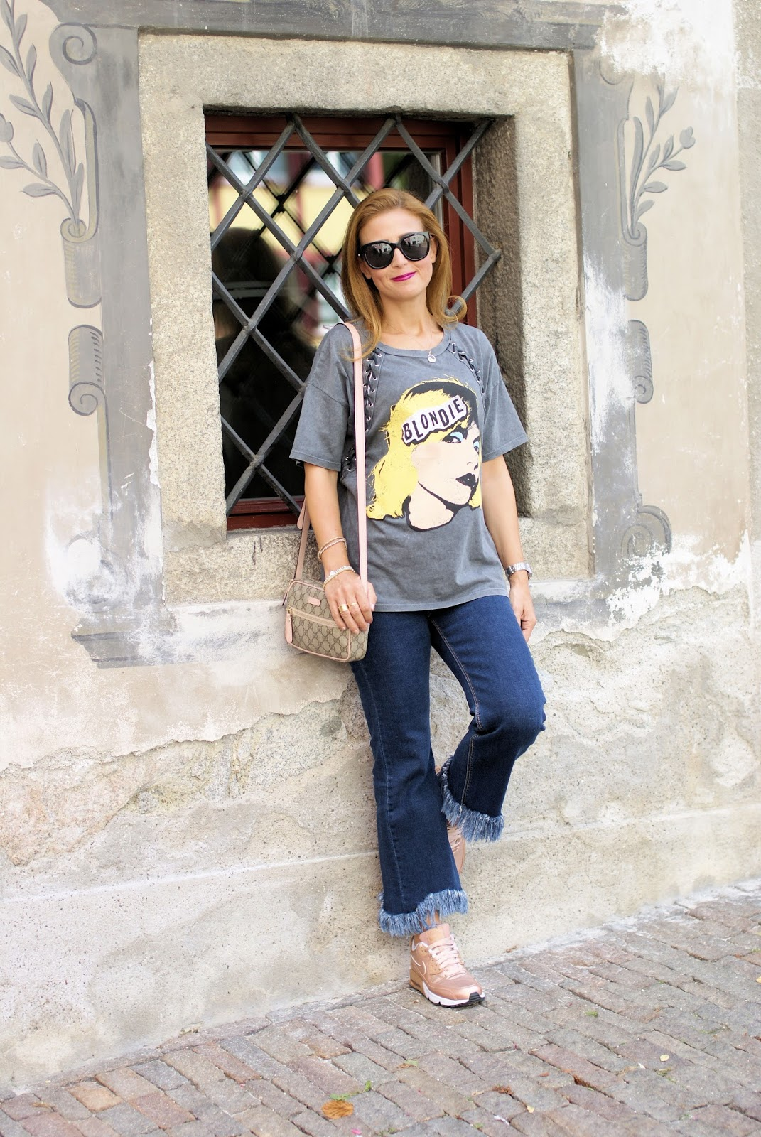 Casual street style: fashion blogger on holidays on Fashion and Cookies fashion blog, fashion blogger style