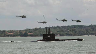 https://2.bp.blogspot.com/-O-Yj0LBnYDs/VEhn1vKNPJI/AAAAAAAAFwc/gtetyTlEoSQ/s1600/130620084350_tni_alutsista_senjata_latgab_2013_kapal_selam_submarine_512x288_mabestni.jpg
