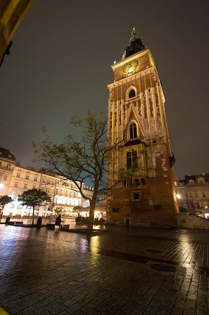 Torre del Municipio-Rynek Glowny di notte-Cracovia