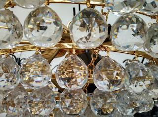 Detalle de lámpara de cristales del desembalaje de Oviedo