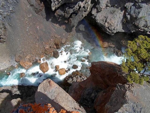 Водопад на Искандарье, окрестности озера Искандеркуль, Фанские горы, Таджикистан - фото-обзор
