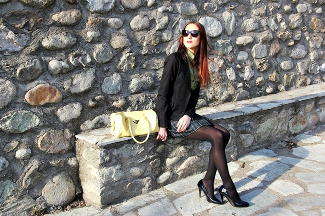 karirana kosulja i karirana mini suknja za prolece