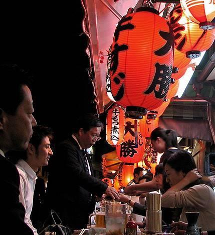 Kalau boss masih ingin minum-minum sake, tidak ada satu orang pun yang boleh pulang