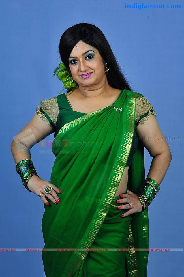 mallu aunty saree photos