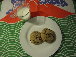 Cookies aux pépites de chocolat, recette de la box de Pandore, goûter pour les enfants avec un verre de lait