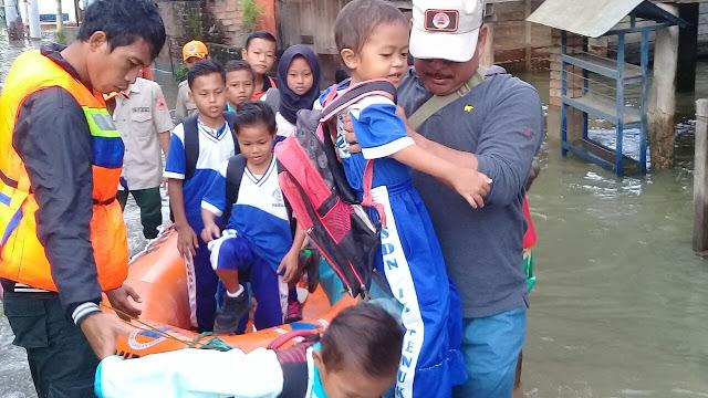 Evakuasi Anak Sekolah BPBD PALI Siap Saga