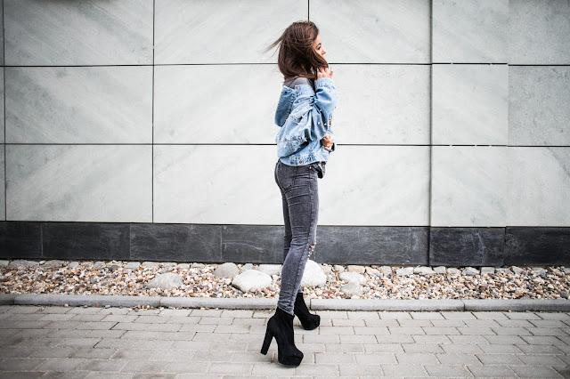 Jeans i ćwieki  - Czytaj więcej
