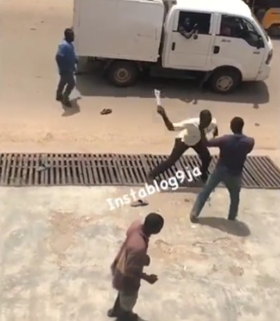Lagos task force officials attack residents with machetes .