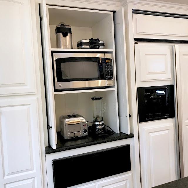 classic casual home BLACK AND WHITE MODERN FARMHOUSE