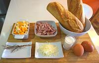 Panes rellenos de huevo, bacon y queso.