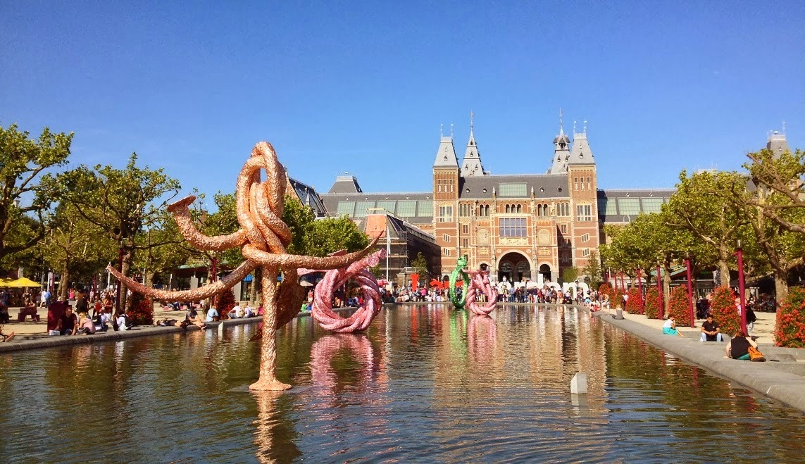Prices of Dutch hotels last year were 2 percent lower than in 2013.