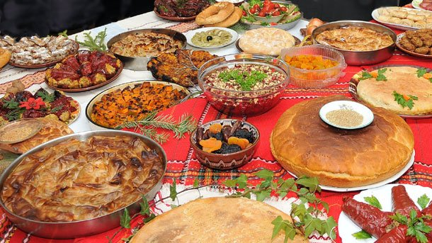 6 παραδοσιακά φαγητά απ΄ όλη την Ελλάδα για το τραπέζι του Δεκαπενταύγουστου