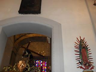 llegue justo cuando lo estaba subiendo, A LA 2.45 PM  y el ambiente estaba triste y a la vez sabemos que el próximo año lo baja otra vez al NAZARENO en Semana santa..JUNTO A SU MAMA Virgen de Guadalupe