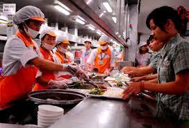 Tiền ăn giữa ca, ăn trưa của người lao động tăng lên mức 730.000 đồng/tháng