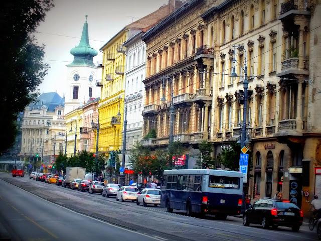 calle típica de budapest