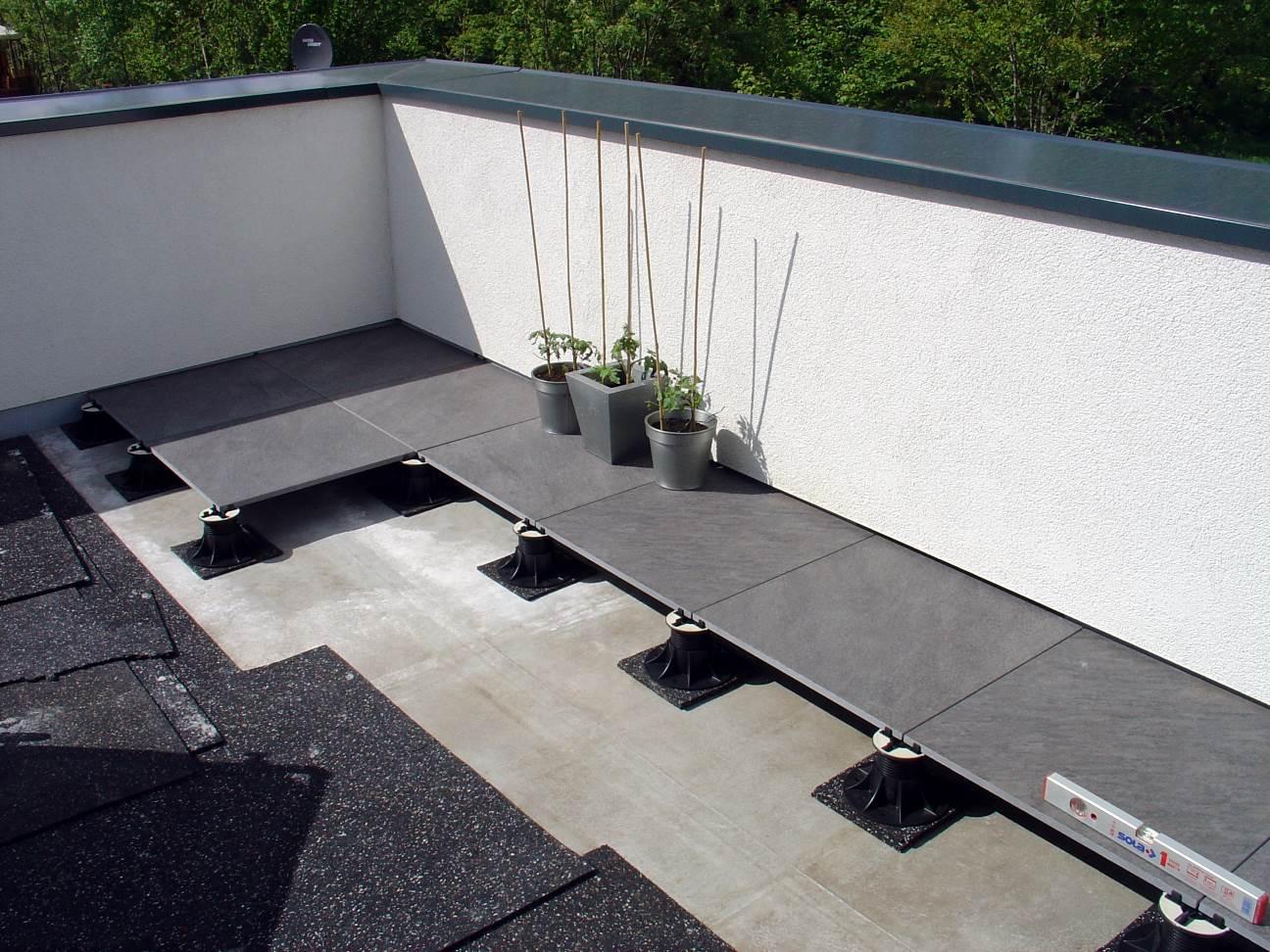 dachterrasse flachdach aufbau flachdach terrasse unterkonstruktion. Black Bedroom Furniture Sets. Home Design Ideas