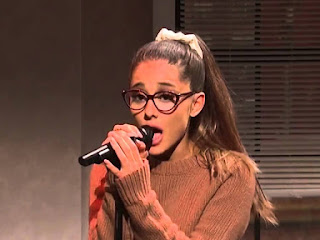 Ariana Grande faz imitação incrível de Britney Spears e Whitney Houston