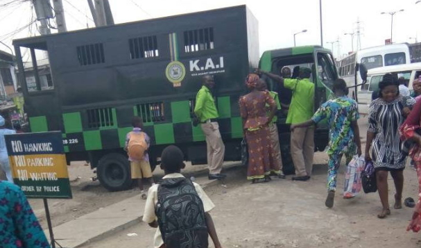 traders beat up KAI officials egbeda lagos