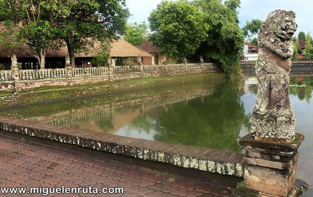 Templo-hermoso-jardín-Bali