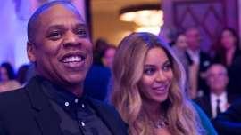 Pregnant Beyoncé & Jay Z Affectionately Kiss at Friend's Birthday Dinner