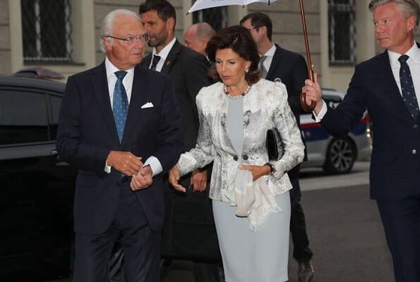 The King and Queen are in Salzburg this week for The Salzburg Festival and Amadeus. Silvia wore a jacket, pearl