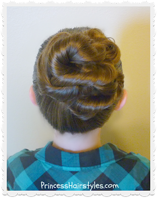 "Cute and easy ""messy bun"" tutorial"