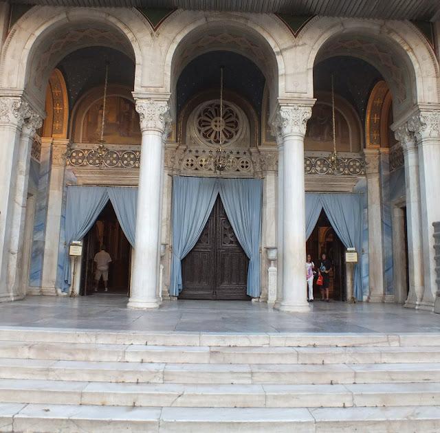 entrada de la catedral ortodoxa atenas