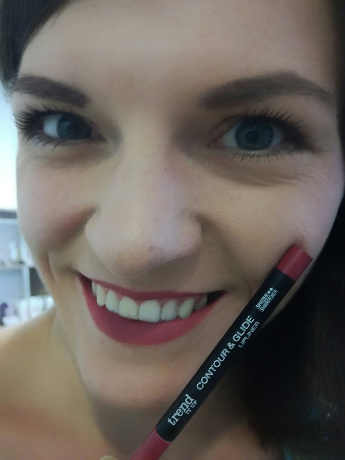 trend-it-up-dm-make-up-swatch-contour-glide-lipliner-430