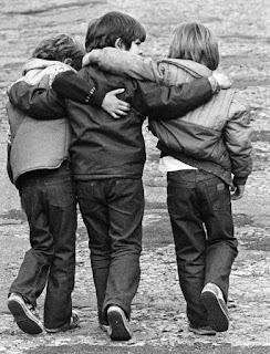 ما معنى الصداقة؟ الصداقة الحقيقية دوما ما تبكي القلب