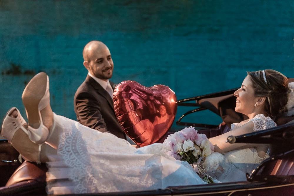 casamento-juliana-alisson-noivos-carro-3
