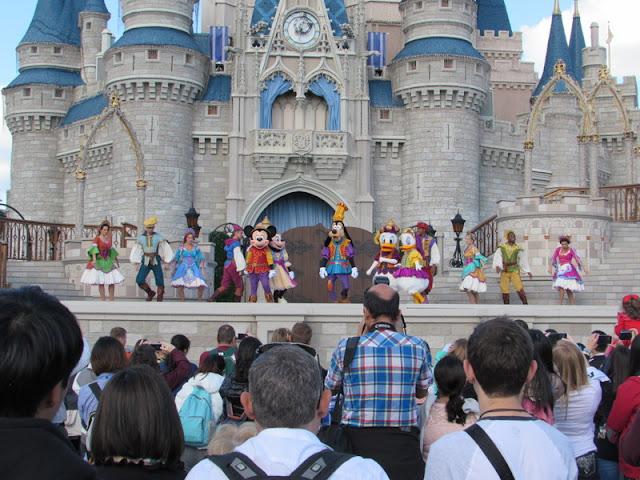 Limpiar Pocetas en Disney World es pagado a 15 dólares por hora