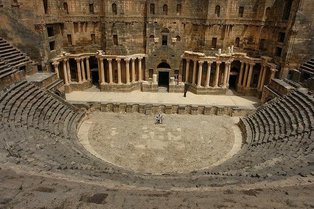 أجمل المسارح الرومانية اليونانية القديمة 2462376842_1ea1752bb4_z.jpg