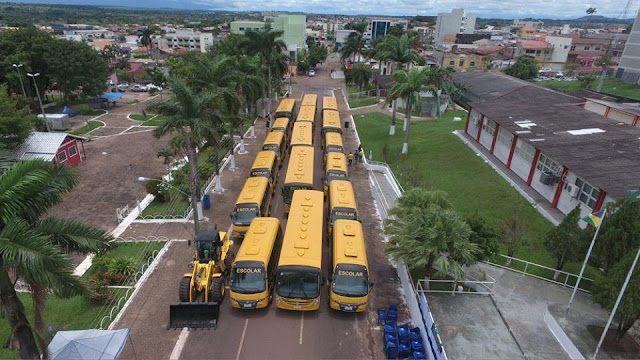 Prefeitura de Cacoal recebe 25 ônibus escolares do Governador Confúcio Moura