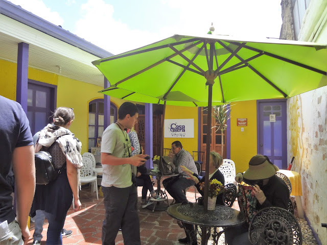 コロンビアボゴタにあるおしゃれなカフェの外