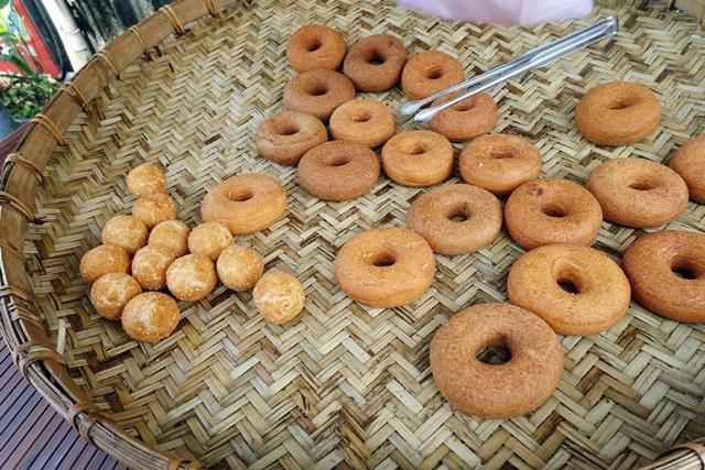 南庄老街素食吃吃喝喝甜甜圈蛋黃球