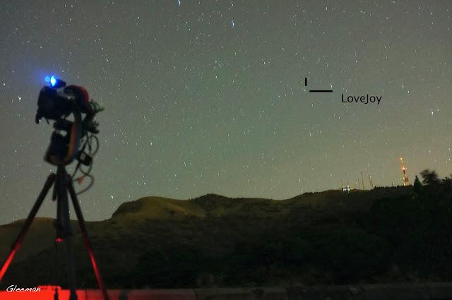從小觀音山昇起的Lovejoy 彗星