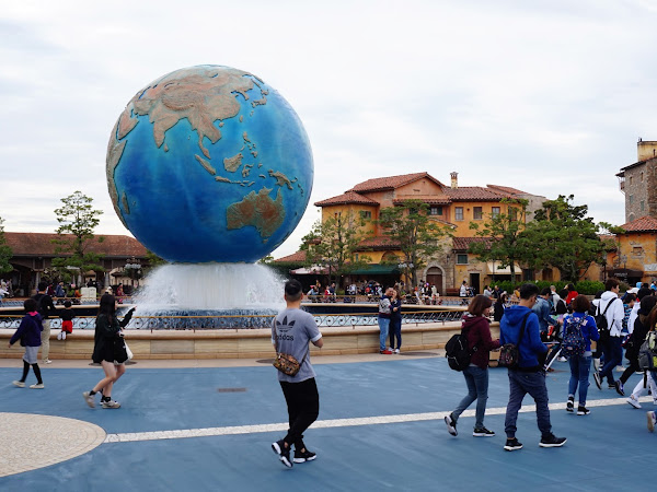 THE PROBLEM WITH TOKYO'S DISNEY SEA IS...