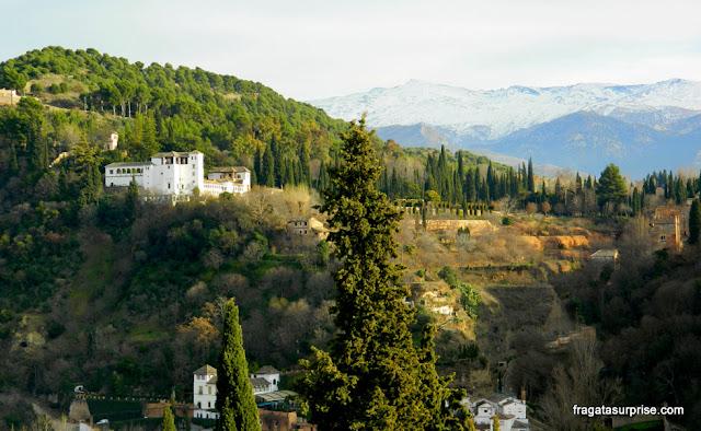 Granada, Andaluzia: o Generalife visto do Mirante de San Nicolás, no Albaicín