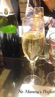 Coupe de champagne fêter bouteille
