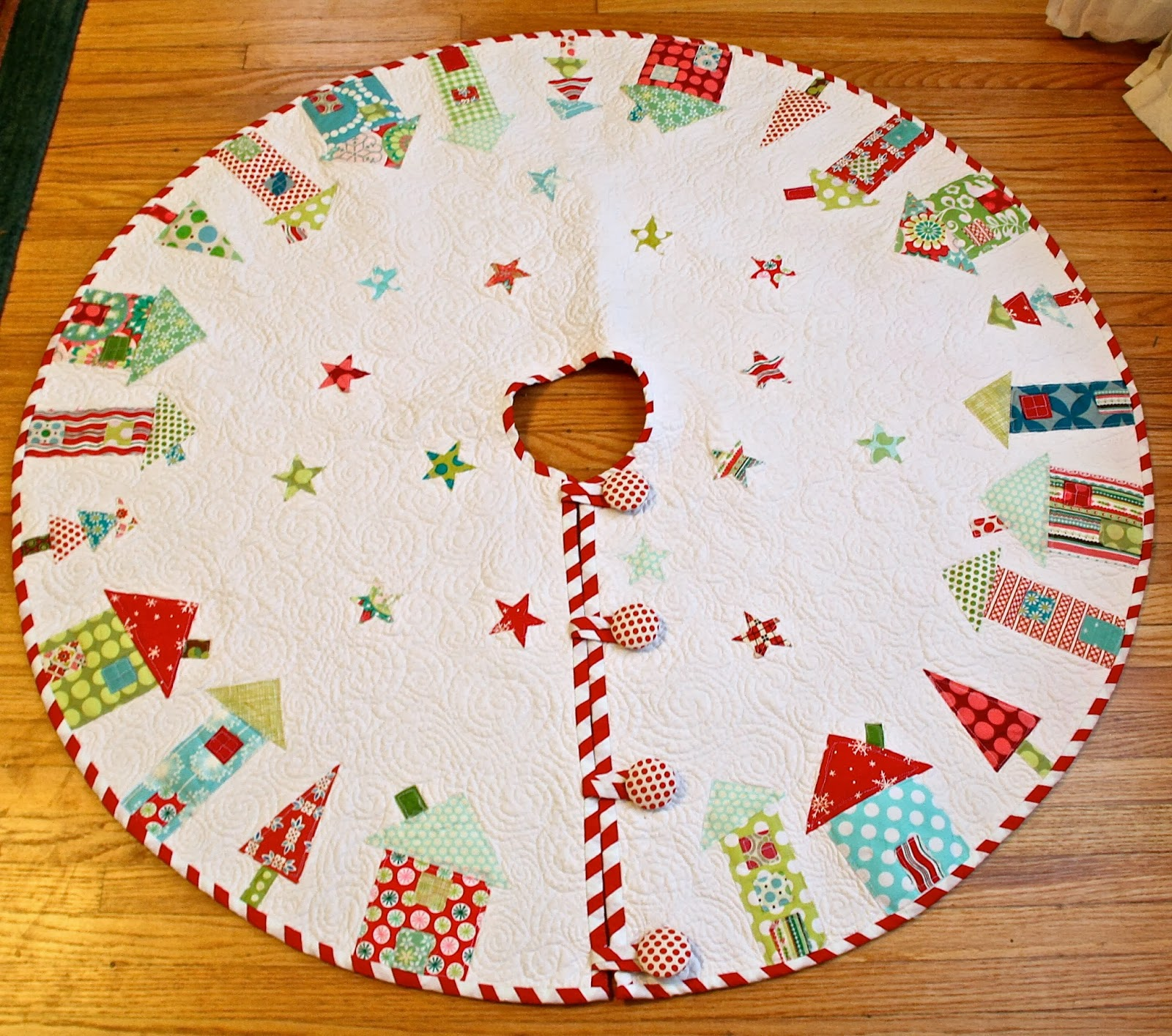 Quilted Christmas Tree Skirt Patterns: Quilted Christmas Tree Skirt Tutorials I Want To Try