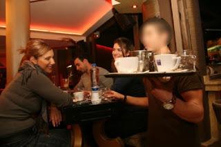 ΑΝΑΤΡΙΧΙΑΣΤΙΚΟΣ ΘΑΝΑΤΟΣ σερβιτόρου στη Σκιάθο μπροστά στα μάτια των πελατών – Δάκρυα στην καφετέρια
