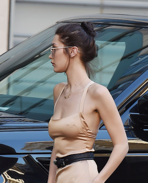Bella Hadid Street Style – Shopping in LA