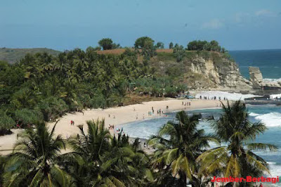 wisatawan pantai pacitan
