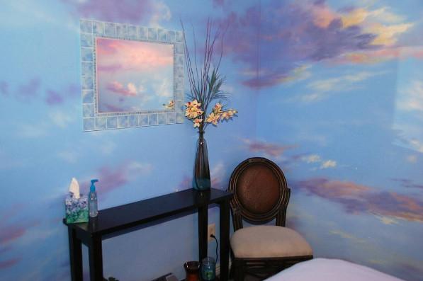 Cat dinding kamar yang dibuat seolah olah ada di luar angkasa