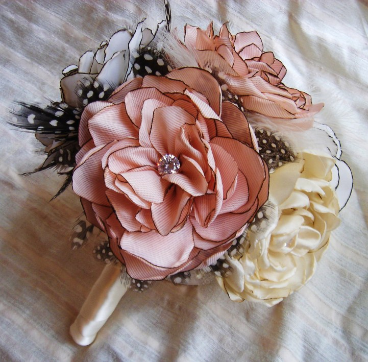 Making A Wedding Bouquet With Silk Flowers: Coordination Wedrose: Vintage Bridal Bouquets