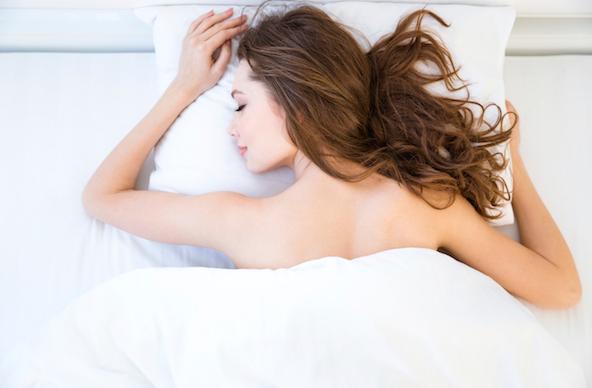 पेट के बल क्यों सोती है लड़कियां