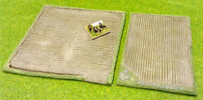 38/F2 Medium Fields Pack of 2 pieces comprising: