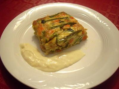 Pastel de verduras con salsa de queso